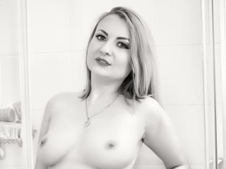 I'm A Live Webcam Sensual Bimbo And I Have Blonde Hair! I'm 29 Years Old! I Am Named LeahLion