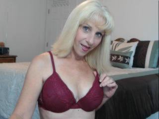 MATURITY AT IT`S VERY BEST! IF YOU ARE LOOKING FOR A SEXY SEASONED HOST LOOK NO FURTHER